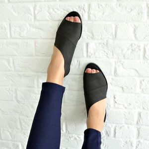 Shoes - 🆕 Black Distressed Cutout Flats